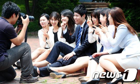 韩国明星坐马桶照片