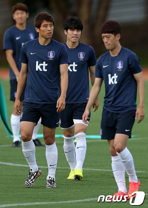 韩国足球队备战世界杯 首站俄罗斯(组图) (10)