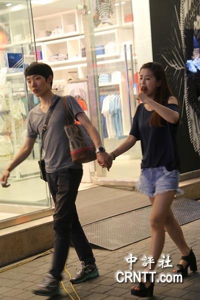 韩国街头美女标配 靓装长腿高跟 组图 15图片