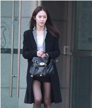 《对我而言可爱的她》剧中郑秀晶车艺莲秋季时尚大()