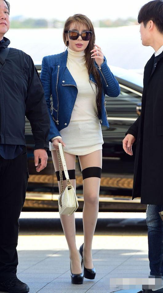 2NE1现身机场下衣失踪 朴春丝袜高跟性感诱