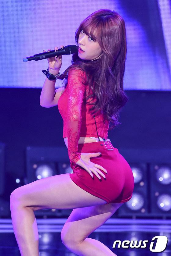 T ara韩国舞台大跳小苹果舞妮可变身性感女