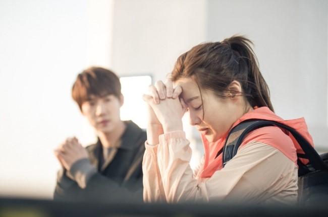 韩剧《心情好又暖》公开海报 姜素拉柳演锡美丽济州岛