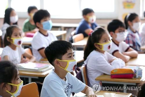 学生戴口罩上课【组图】
