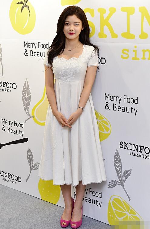 金裕贞为代言女性女神白裙粉唇轻熟品牌范超慢摇站台性感吧图片