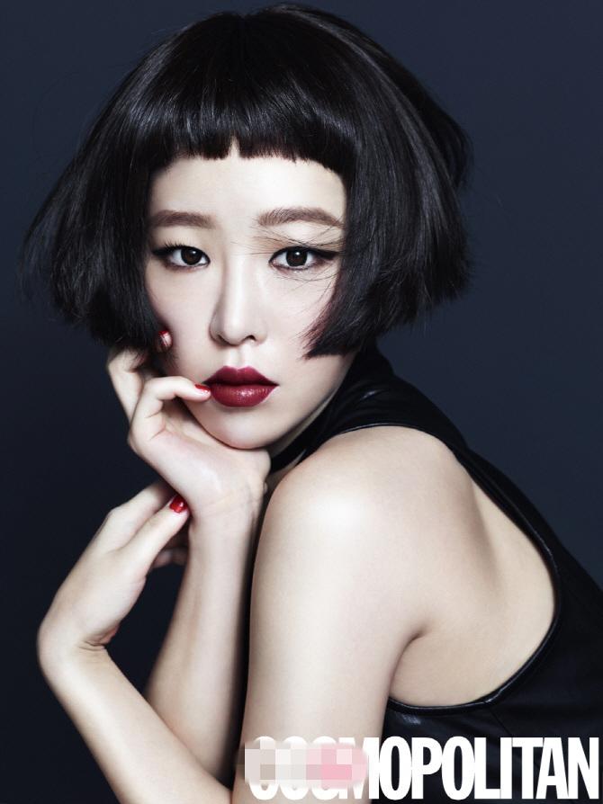 韩星佳仁拍写真 短发红唇展别样性感【组图】 (2)