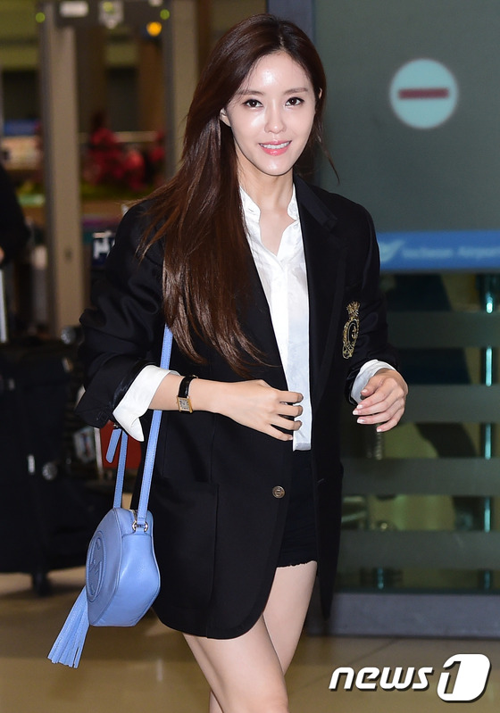 t-ara智妍潮装亮相机场