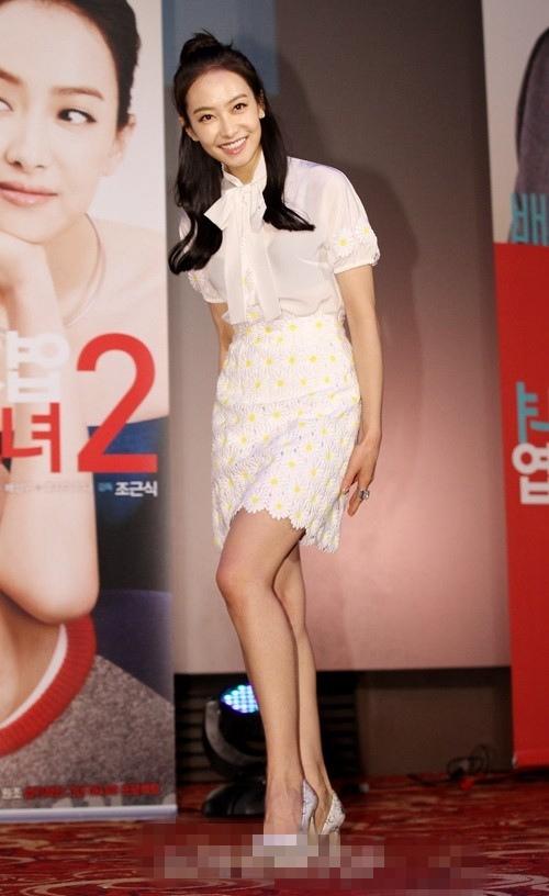 《我的新野蛮女友2》在韩举办发布会 宋茜小清新装扮显可爱【组图】 (30)