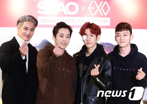 EXO四位成员现身时尚活动 伯贤戴眼罩难掩帅气