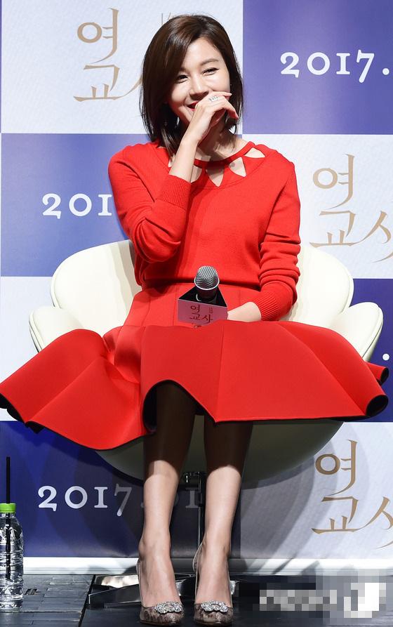 韩国电影《女红唇》营救v红唇发布金荷娜电影亮眼刘举行大全教师图片