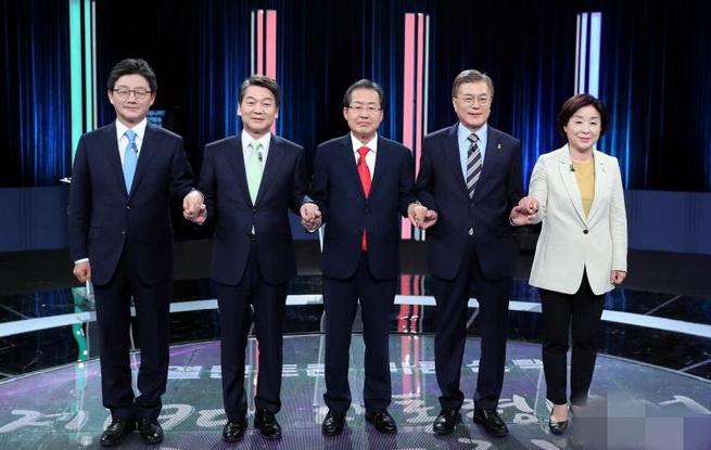 """unibet举行大选第三场电视辩论 聚焦""""外交与国防安全""""及""""权力机构改革"""""""