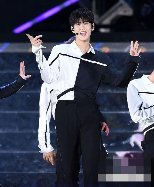 EEN宇宙少女EXO舞台照大放送 尹净汉车银优伯贤帅气热舞