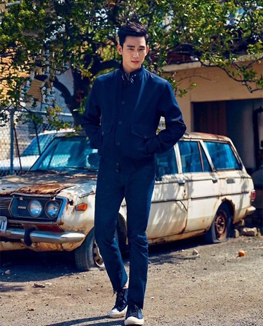 金秀贤获赞 行走的画报 俊朗外貌展现型男气质