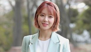 """草娥退出AOA引争议 发文""""不是因为结婚退团"""""""