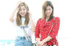 Twice机场时尚秀:SANA红裙抢眼