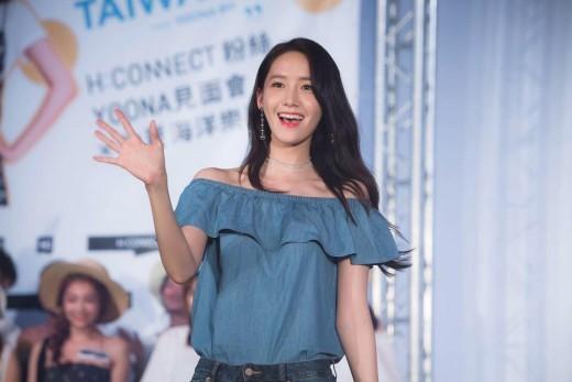 秀儿文字- 人民网7月25日讯 22日,韩国女团少女时代成员允儿出席了其代言品