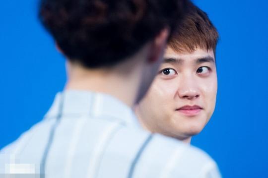 """""""EXO 2017夏日夜晚的Ko Ko Bop""""直播节目,为新专辑打歌. 当"""