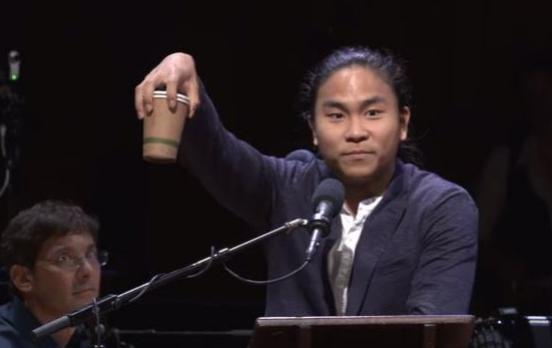2017年搞笑诺贝尔奖:韩国学生拿咖啡倒着走