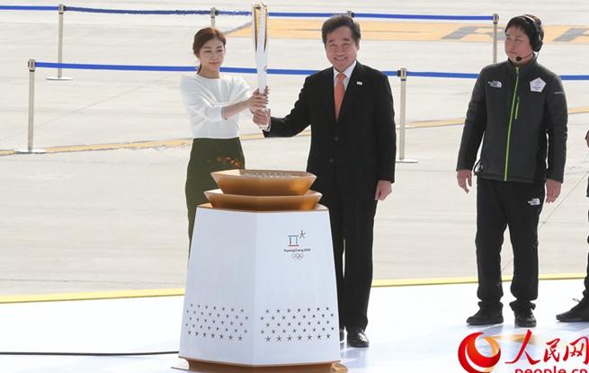 2018平昌冬奥会圣火抵达韩国 开启火炬传递之旅