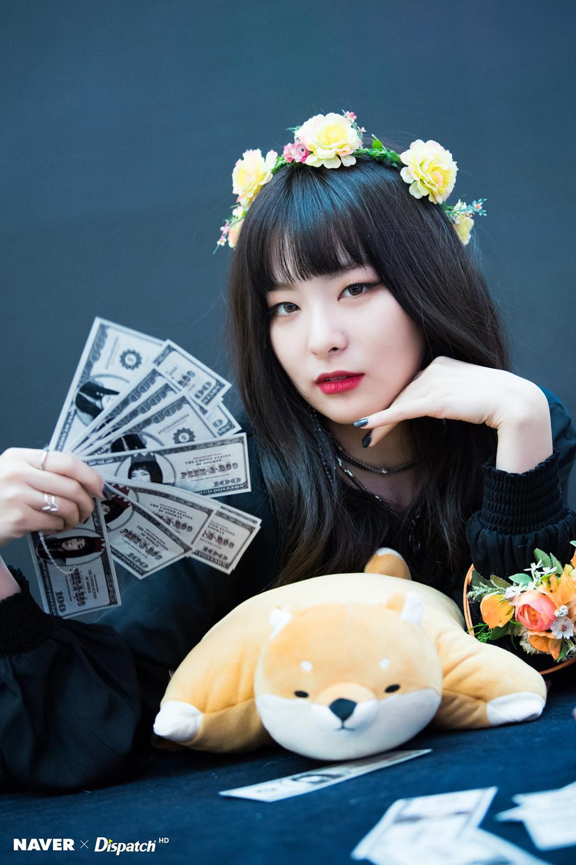 Red Velvet签名会高清照曝光 孙承欢紫发神秘梦
