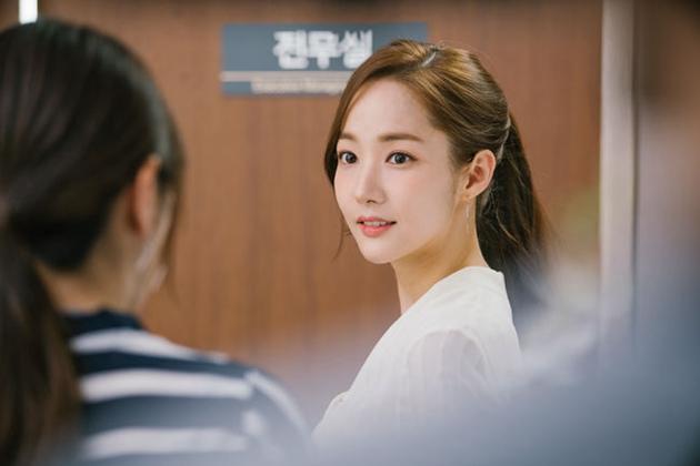 韩国女演员朴敏英因《金秘书为何那样》一剧成为浪漫爱情喜剧大势图片