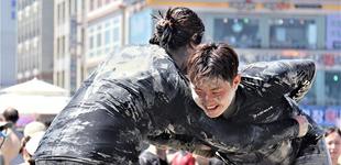 韩国保宁泥浆节拉开帷幕 游客泥池派对狂欢