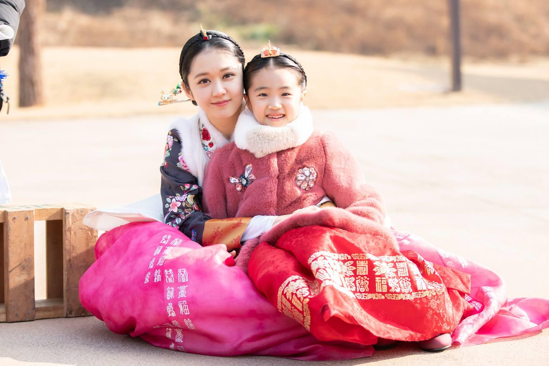 """《皇后的品格》雅丽公主拍摄花絮曝光 """"小人精""""与张娜拉申盛禄共飚"""