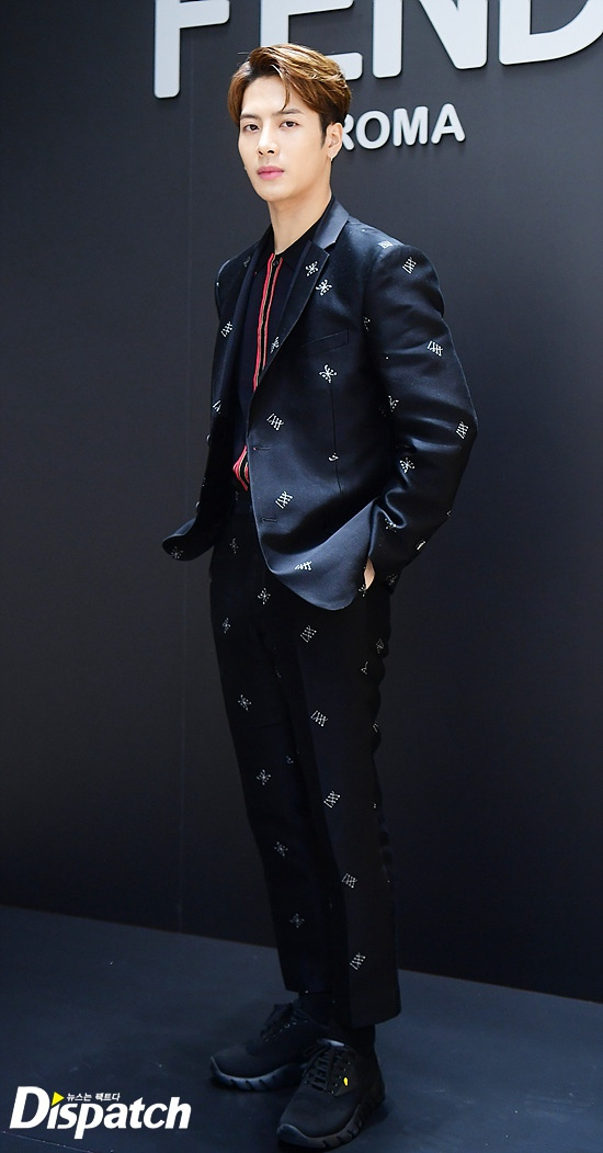 GOT7王嘉尔米兰时装周现场图大清理v时装嗨爆信曝光怎么微表情包图片
