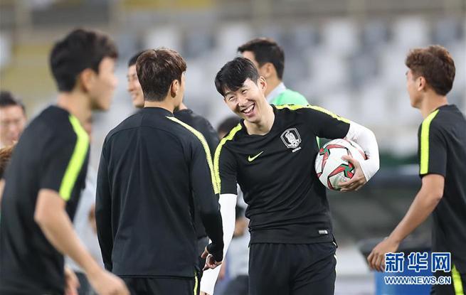 亚洲杯:韩国队举行赛前新闻发布会和适应场地训练