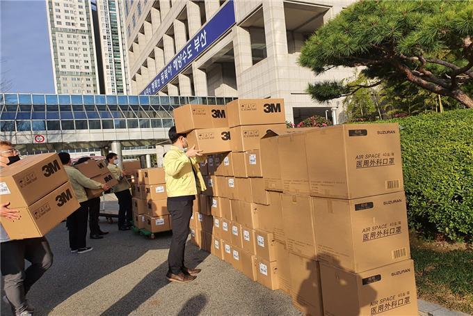 上海市政府向釜山市捐赠的口罩 (图片来源:釜山市政府)