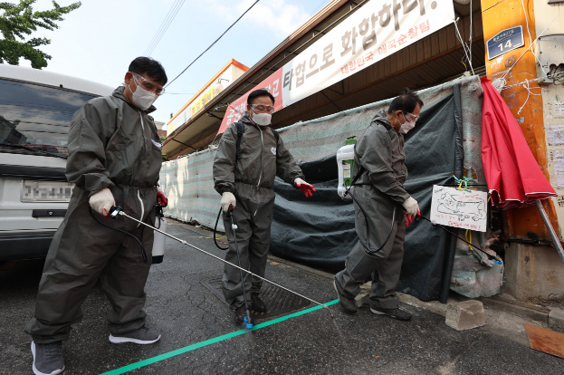 韩国爱第一教会累计确诊438例 确诊信徒逃出医院防疫形势严峻
