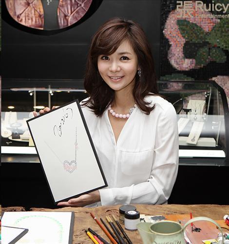 张瑞希�:(�_张瑞希专属珠宝品牌将在中国上架(图)