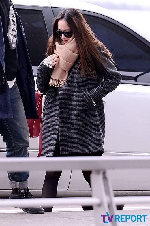 色老头剹�n�f�x�_【组图】韩国偶像女团f(x)宋茜crystal郑秀晶演绎机场