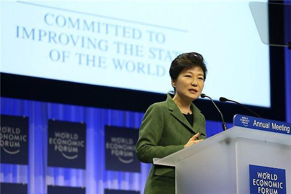 韩国总统府当天表示,此次朴槿惠携带史上最大经贸团