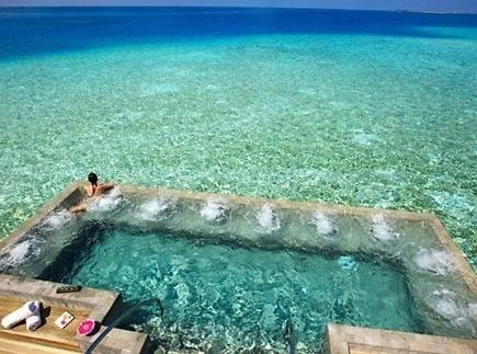 海中私人游泳池开张 引发韩情侣关注