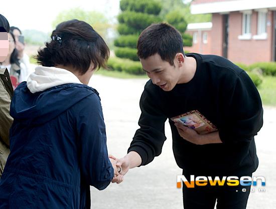 韩国演员朴基雄8日入伍 将以义务警察身份服役