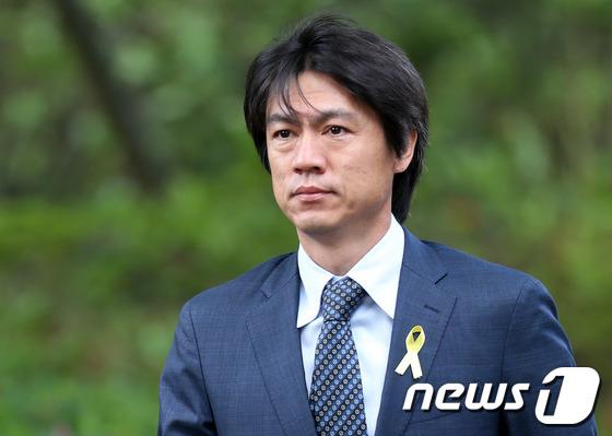 韩国国家足球队主教练洪明甫